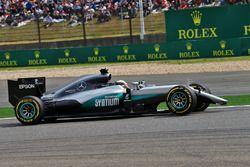 Lewis Hamilton, Mercedes AMG F1 Team W07 locks up under braking with a broken front wing