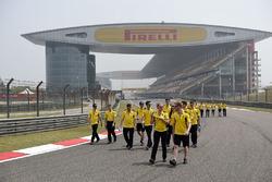 Jolyon Palmer, Renault Sport F1 Team et Kevin Magnussen, Renault Sport F1 Team lors de la reconnaissance du circuit
