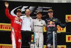 Podio: Ganador Nico Rosberg, Mercedes AMG F1 Team, segundo lugar Sebastian Vettel, Ferrari,tercer lu