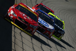 Kyle Larson, Chip Ganassi Racing Chevrolet, A.J. Allmendinger, JTG Daugherty Racing Chevrolet