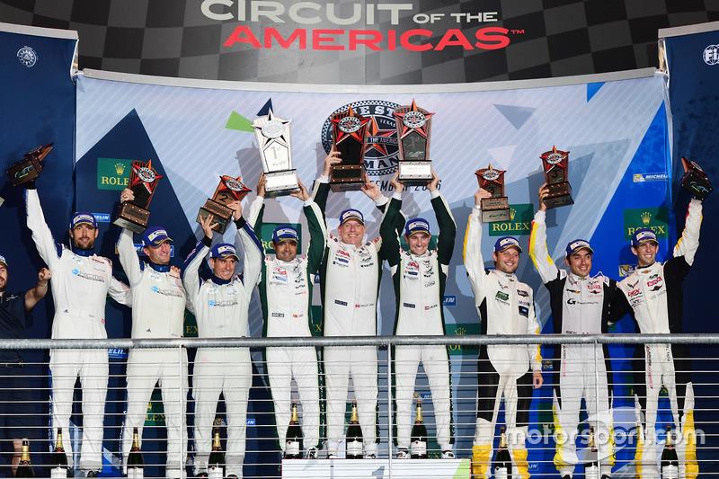 LM GTE Am podium: eerste plaats Paul Dalla Lana, Pedro Lamy, Mathias Lauda, Aston Martin Racing, twe