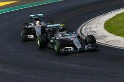 Nico Rosberg, Mercedes AMG F1 W07 Hybrid et Lewis Hamilton, Mercedes AMG F1 W07 Hybrid