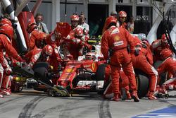 Kimi Raikkonen, Ferrari SF16-H aux stands
