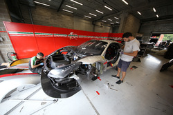 Mechanic of AF Corse working