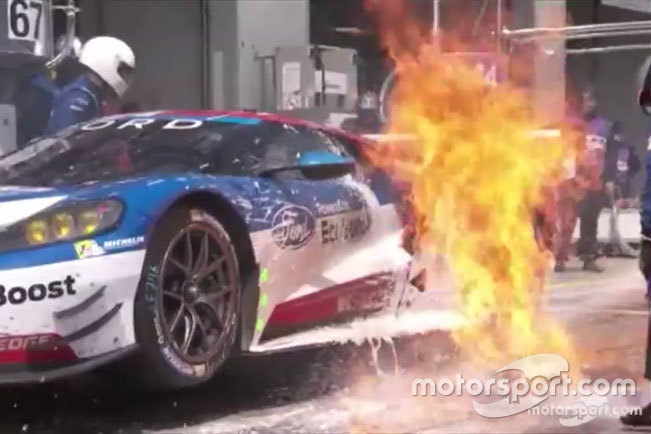 Feuer: #67 Ford Chip Ganassi Racing Team UK, Ford GT: Marino Franchitti, Andy Priaulx, Harry Tincknell (Screenshot)