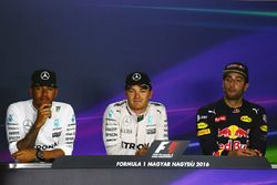Press conference: polesitter Nico Rosberg, Mercedes AMG F1, second place Lewis Hamilton, Mercedes AM