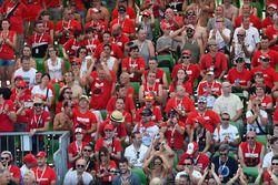 Fans de Ducati en la tribuna