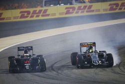 Stoffel Vandoorne, McLaren MP4-31 and Sergio Perez, Sahara Force India F1 VJM09