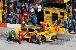 Kyle Busch, Joe Gibbs Racing Toyota pit actie
