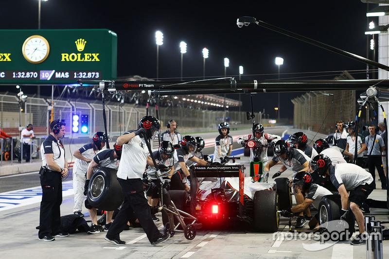 Esteban Gutiérrez, equipo de F1 de Haas VF-16 prácticas una parada en pits