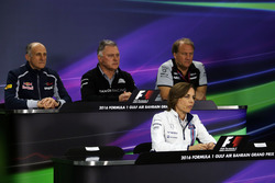 La conférence de presse de la FIA : Franz Tost, team principal Scuderia Toro Rosso; Dave Ryan, directeur de la compétition Manor Racing; Robert Fernley, directeur adjoint Sahara Force India F1 Team; Claire Williams, directrice adjointe Williams