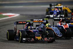 Карлос Сайнс-мл., Scuderia Toro Rosso STR11 и Серхио Перес, Sahara Force India F1 VJM09