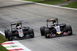 Jenson Button, McLaren y Carlos Sainz Jr., Scuderia Toro Rosso STR11