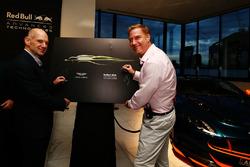 Adrian Newey, directeur technique Red Bull Racing et Marek Reichman, directeur de la création et du design d'Aston Martin