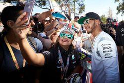 Lewis Hamilton, Mercedes AMG F1 Team avec les fans