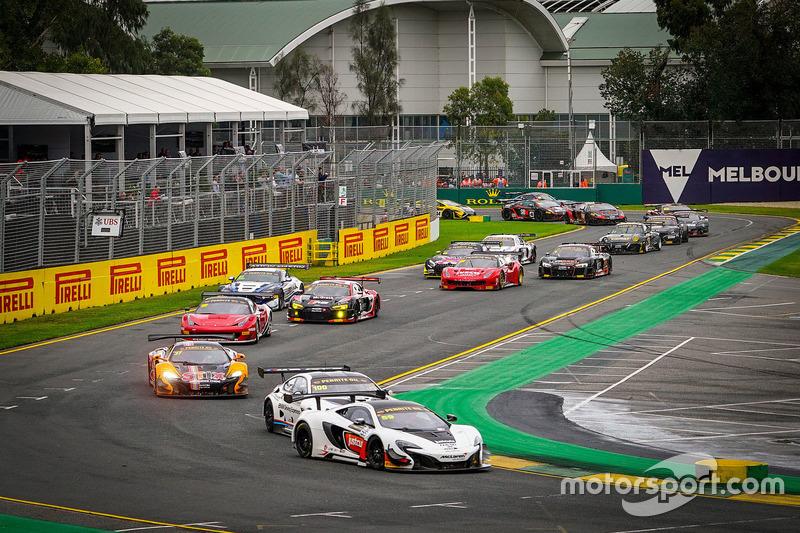 #59 McLaren Melbourne, McLaren 650S GT3: Jonathon Webb, Grant Denyer