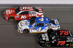 Greg Biffle, Roush Fenway Racing Ford, Kevin Harvick, Stewart-Haas Racing Chevrolet, Martin Truex Jr