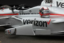 Casco de en el automóvil ganador de Montoya, Equipo Penske Chevrolet