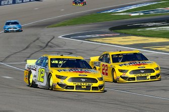 Ryan Blaney, Team Penske, Ford Mustang Menards/Pennzoil and Joey Logano, Team Penske, Ford Mustang Pennzoil