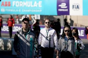 Zhang Yaqi, Jaguar China Racing on the track walk
