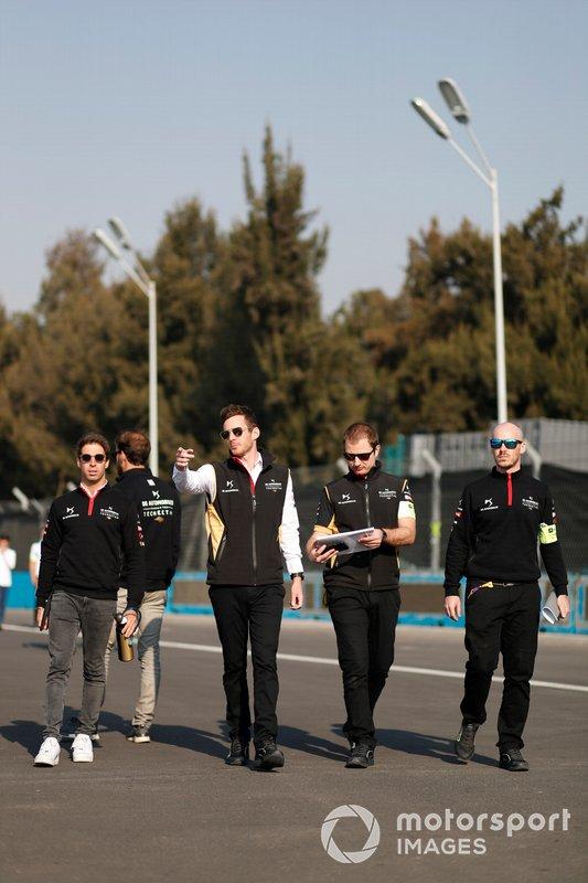 Antonio Felix da Costa, DS Techeetah walks the track with members of the team