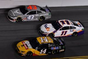 Clint Bowyer, Stewart-Haas Racing, Ford Mustang Rush / Mobil 1, Darrell Wallace Jr., Richard Petty Motorsports, Chevrolet Camaro United States Air Force, Denny Hamlin, Joe Gibbs Racing, Toyota Camry FedEx Express