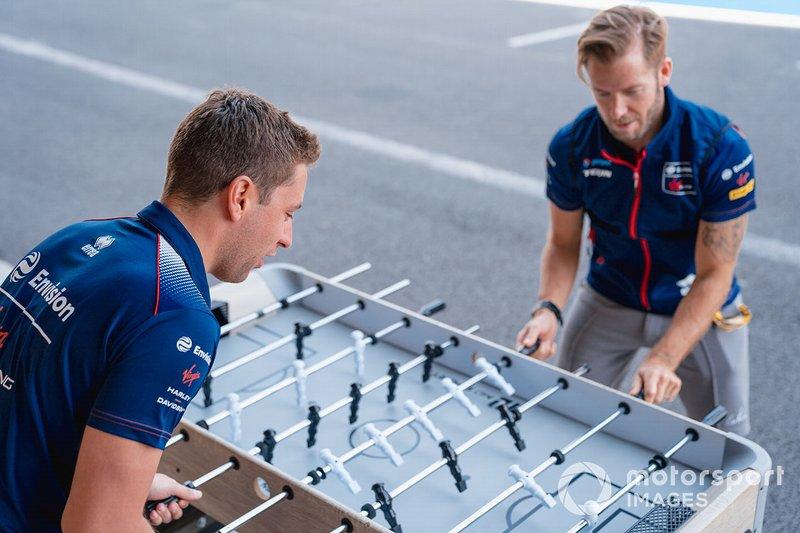 Robin Frijns, Virgin Racing, Sam Bird, Virgin Racing play table football