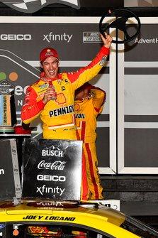 Joey Logano, Team Penske, Ford Mustang Shell Pennzoil wins Duel #1