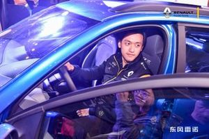 Guanyu Zhou meets fans at Renault F1 Tyre Change Challenge