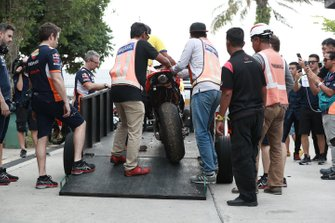 Marc Marquez, Repsol Honda Team, moto incidentata