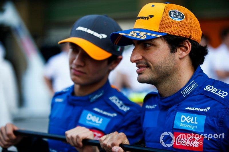 Carlos Sainz Jr., McLaren, e Lando Norris, McLaren