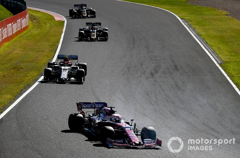 Sergio Perez, Racing Point RP19, precede Antonio Giovinazzi, Alfa Romeo Racing C38, Kevin Magnussen, Haas F1 Team VF-19, e Romain Grosjean, Haas F1 Team VF-19