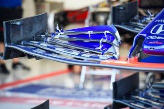 Detalle del alerón delantero del Toro Rosso STR14