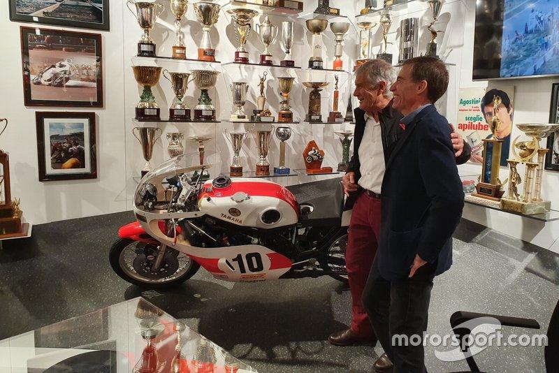 Giacomo Agostini y Lin Jarvis, director de Yamaha
