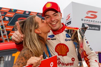 Supercars-Champion 2019: Scott McLaughlin, DJR Team Penske Ford, mit seiner Verlobten Karly Paone