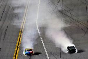 Kyle Busch, Joe Gibbs Racing, Toyota Camry M&M's and Kurt Busch, Chip Ganassi Racing, Chevrolet Camaro Monster Energy