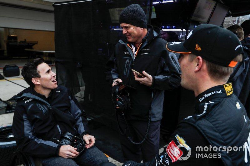 Гонщик Arrow McLaren SP Chevrolet Оливер Аскью, Жиль де Ферран и Роберт Уикенс