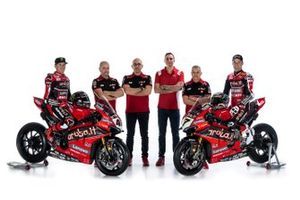 Scott Redding, Aruba.it Racing Ducati, Chaz Davies, Aruba.it Racing Ducati, et les dirigeants de l'équipe