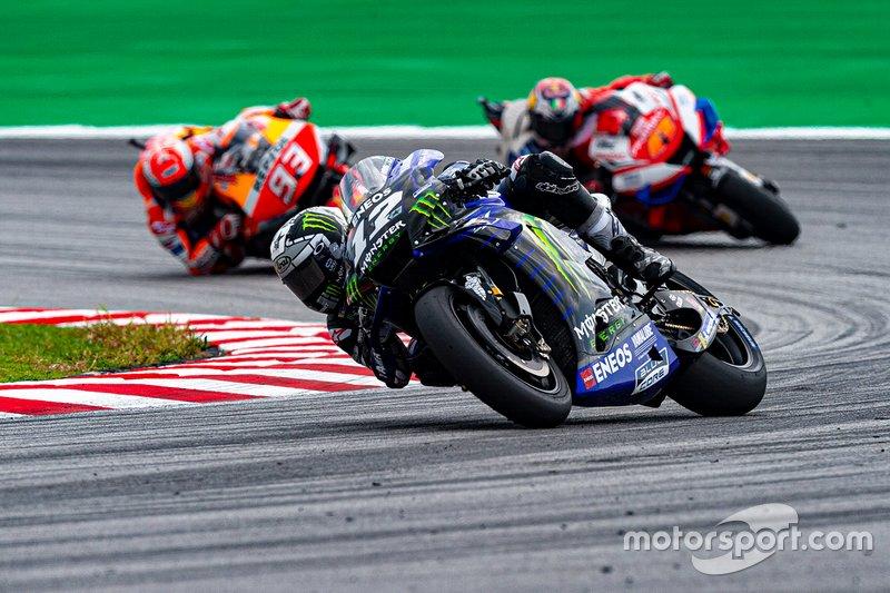А вот другая серия гонщика Honda прервалась: он впервые не лидировал в гонке ни круга. Такое произошло впервые в прошлогоднего Гран При Сан-Марино, 22 гонки назад. В то же время, Виньялес лидировал со старта и до финиша – такого в MotoGP не было с британского этапа 2016 года