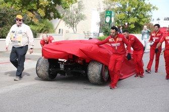 Возвращение в боксы автомобиля Ferrari SF90 Шарля Леклера