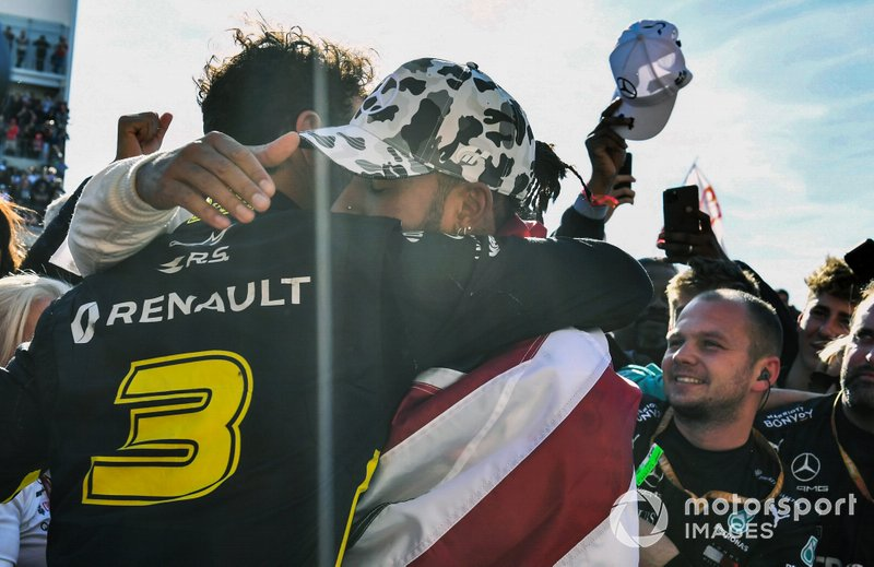 Daniel Ricciardo, Renault F1 Team, congratulates Lewis Hamilton, Mercedes AMG F1, 2nd position, on securing his sixth drivers world championship title