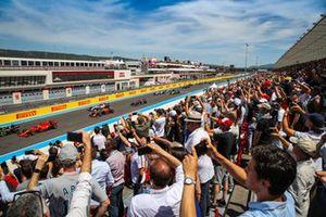 Tribune de la ligne droite de départ/arrivée au Grand Prix de France de F1