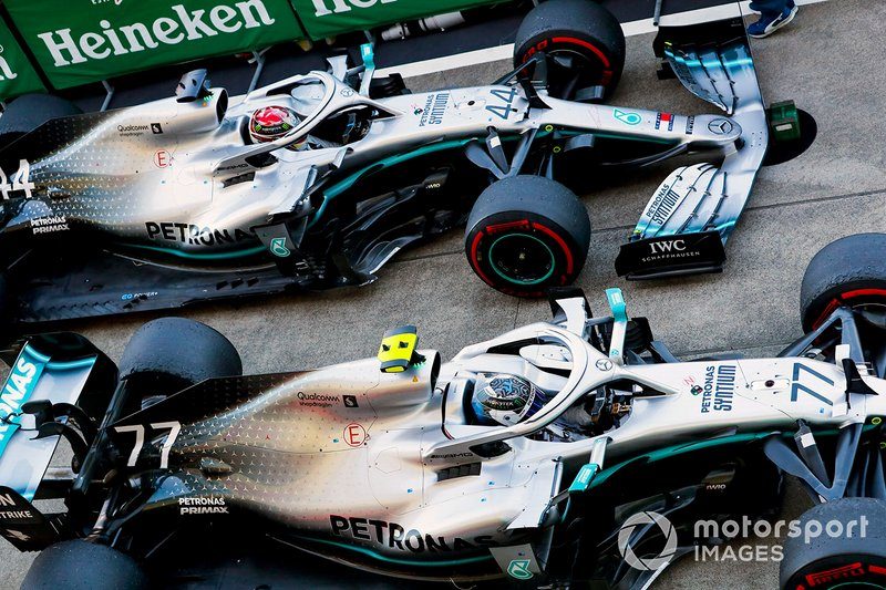 Race winner Valtteri Bottas, Mercedes AMG W10 and Lewis Hamilton, Mercedes AMG F1 W10 in Parc Ferme