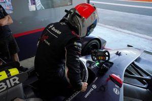Sam Bird, Envision Virgin Racing climbs into his Audi e-tron FE06 in the garage