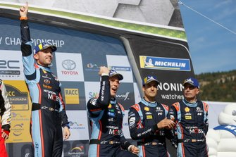 Podio: i vincitori Thierry Neuville, Nicolas Gilsoul, Hyundai Motorsport Hyundai i20 Coupe WRC, al terzo posto Dani Sordo, Carlos del Barrio, Hyundai Motorsport Hyundai i20 Coupe WRC