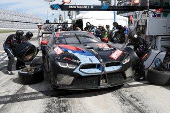 #24 BMW Team RLL BMW M8 GTE, GTLM: John Edwards, Augusto Farfus, Chaz Mostert, Jesse Krohn, pit stop