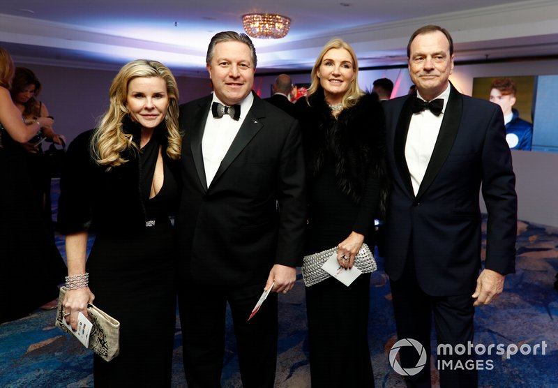Zak Brown, Executive Director, McLaren, e Tracy Brown con gli ospiti