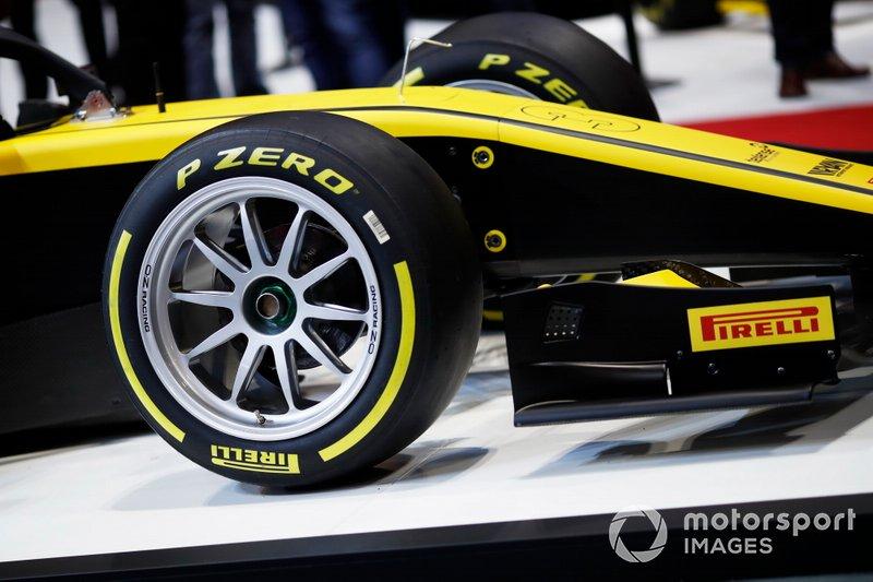 Pirelli presenta sus nuevos neumáticos F2 de 18 pulgadas para 2020