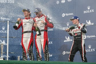Podio: #1 Rebellion Racing Rebellion R13 - Gibson: Bruno Senna, Gustavo Menezes, Norman Nato, #7 Toyota Gazoo Racing Toyota TS050 - Hybrid: Mike Conway