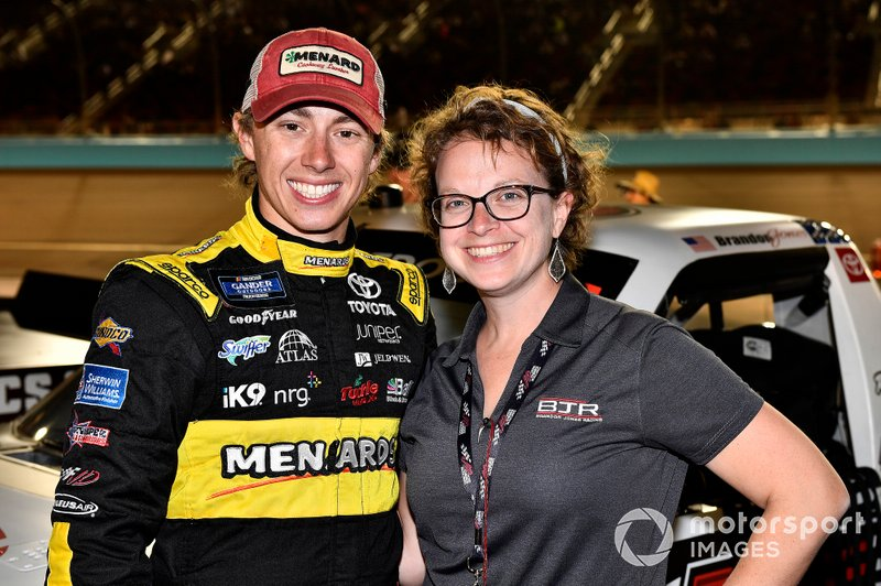 Brandon Jones, Kyle Busch Motorsports, Toyota Tundra DuPont Air Filtration guests